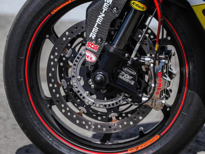 A Guy Martin-féle Superbike S 1000 RR futóműve és féke eléggé eltér a szériától