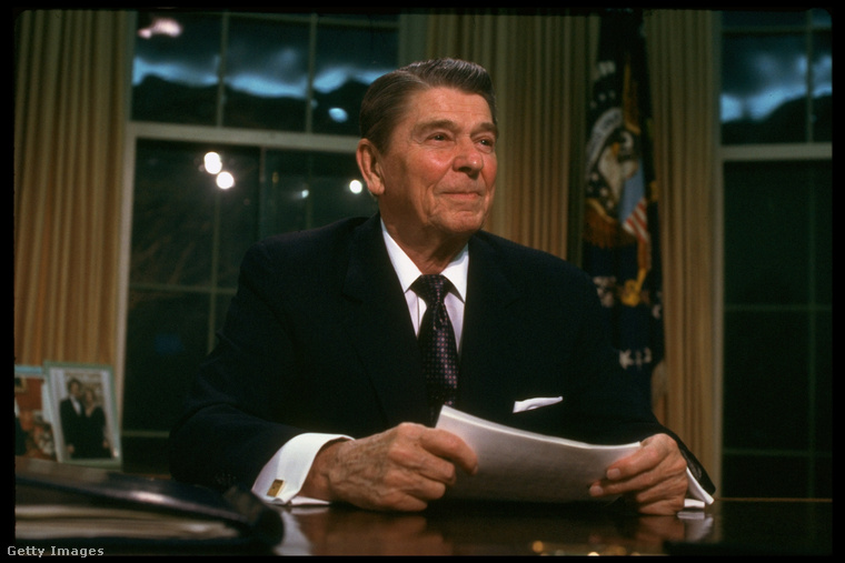 Ronald ReaganSportriporterként kezdett, majd megvetette lábát Hollywoodban