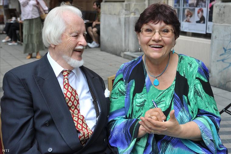 Pécsi Ildikó                         Pécsi Ildikó Kossuth- és Jászai Mari-díjas magyar színművésznő, rendező, érdemes és kiváló művész, a Halhatatlanok Társulatának örökös tagja