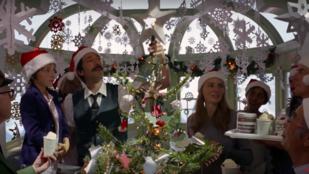 Adrien Brody aztán tud karácsonyi hangulatot csinálni