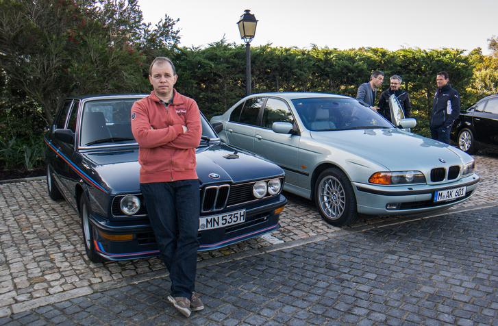 Az M535i, a legenda, minden M-es autó eszmei őse (az újságíró alatti autó)