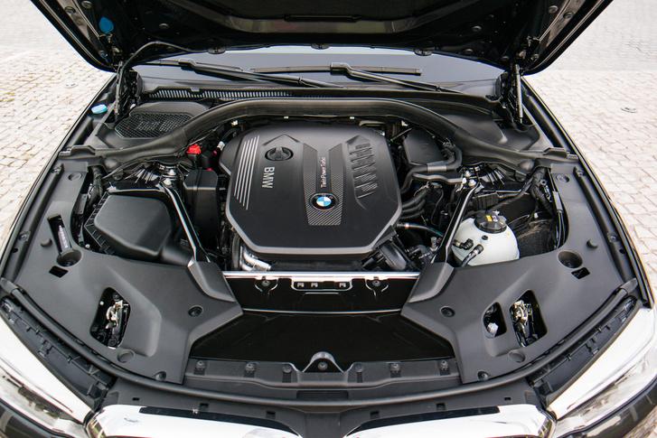 A motort egy Syntak nevű anyaggal burkolták le, ez részben hőszigetelő, másrészt zajcsillapító anyag