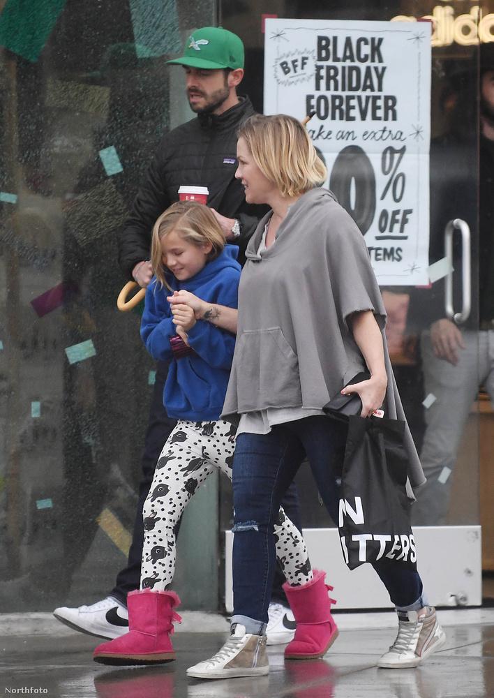 Szóval ő volt Jennie Garth, aki gyermekével kihasználta  a Black Friday adta lehetőségeket.
