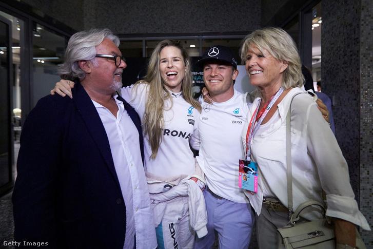 A Rosberg-família: Keke, Viviane, Nico felesége, Nico és Nico anyukája