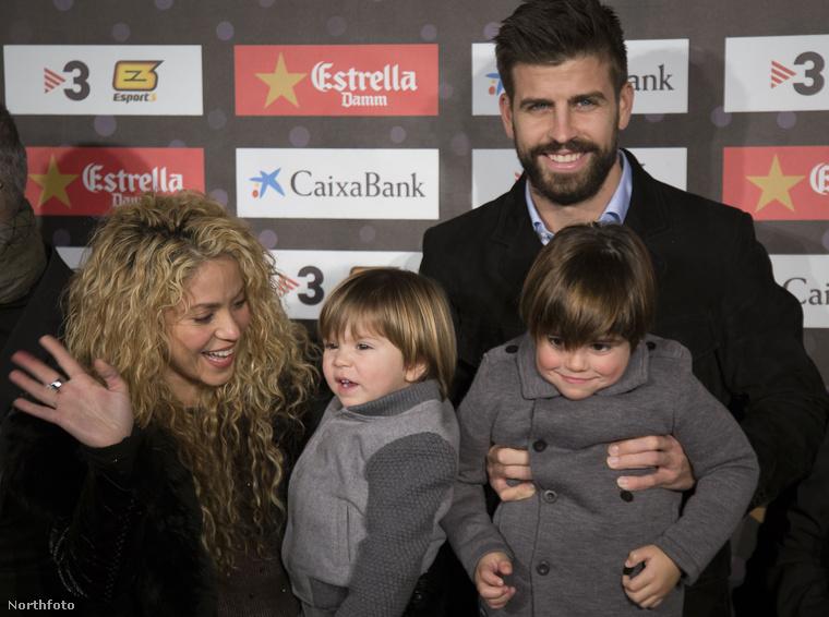 Milan, Sasha és apjuk Gerard Pique, valamint Shakira, mint egy spanyol hercegi család, úgy jelentek meg a gálán