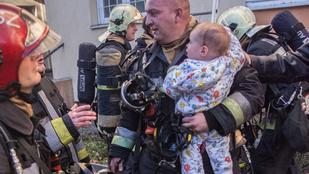 Azonnal a szívünkbe zártuk a tűzoltót, aki magához ölelte a megmentett kisbabát