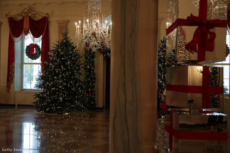 ...gyakorlatilag minden szobában van egy-egy fa.