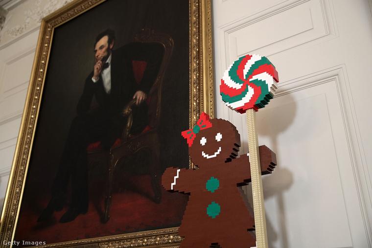 Lincoln pedig egy mosolygós kislánymézeskalácsot kapott