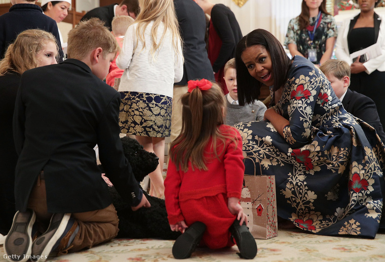 Ilyenkor természetesen nem csak Obamáék élvezhetik a túláradó giccset, hanem a meghívott vendégek is....