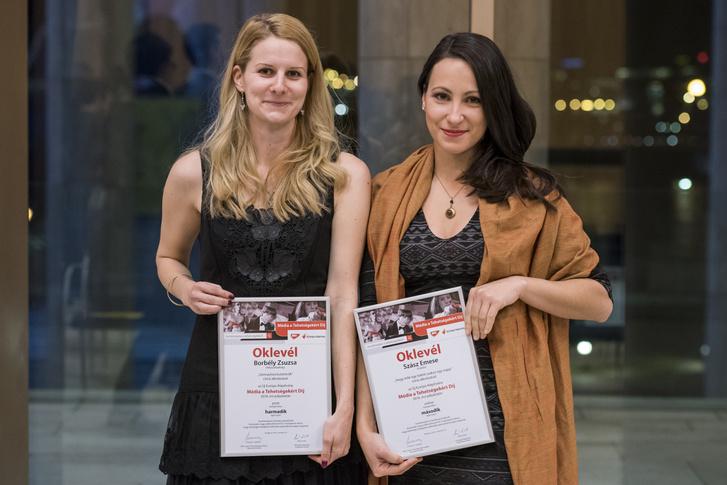 Borbély Zsuzsa és Szász Emese a díj átvételét követően
