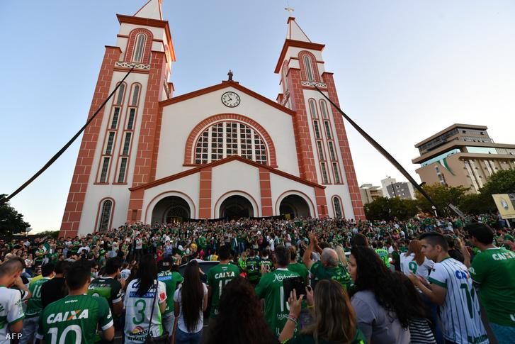 Gyászolók Chapecóban