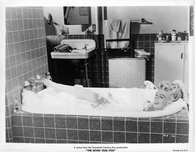 Marilyn Monroe pedig egy nyugtató, forró fürdőt vett a Hétévi vágyakozás című 1955-ös film egyik jelenetében