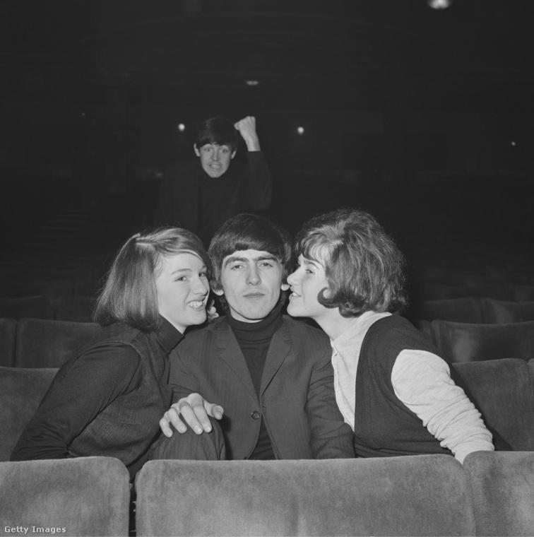 Paul McCartney nemcsak az egyik első szelfit készítette el a XX