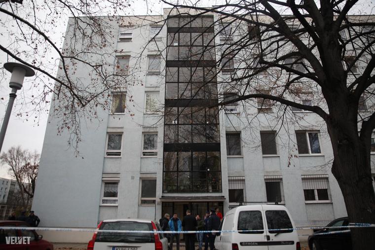 A második emeleti lakásban találták holtan a 84 éves asszonyt.