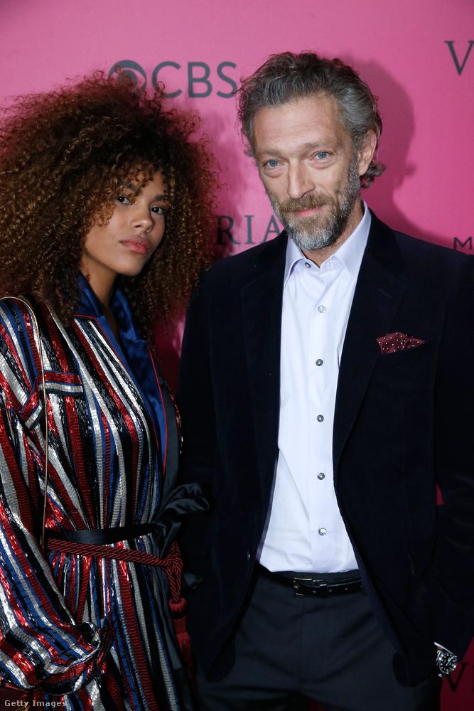 Végül pedig csodálkozzon rá egy nem várt vendégre, Vincent Casselre, akit Tina Kunakay modell kísért el.