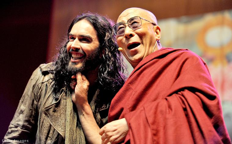 Ez még semmi, Russel Brand abba a kiváltságos szituációba kerülhetett, hogy Őszentsége, a Dalai Láma húzta meg a szakállát