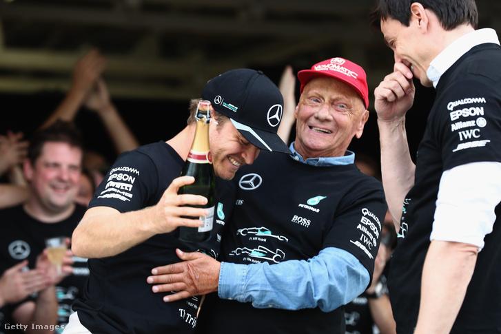 Rosberg, Lauda és Toto Wolff, a másik Mercedes-főnök