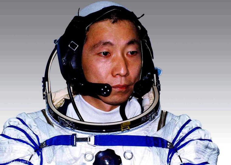 Jang Li-vej 21 órát, 23 percet és 43 mádodpercet töltött a világűrben