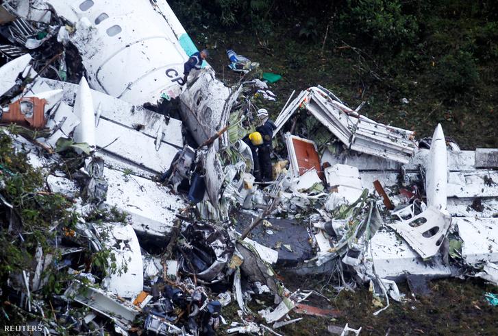 2016-12-01T160105Z 1 MTZGRQECC1IKUID2 RTRFIPP 0 COLOMBIA-CRASH