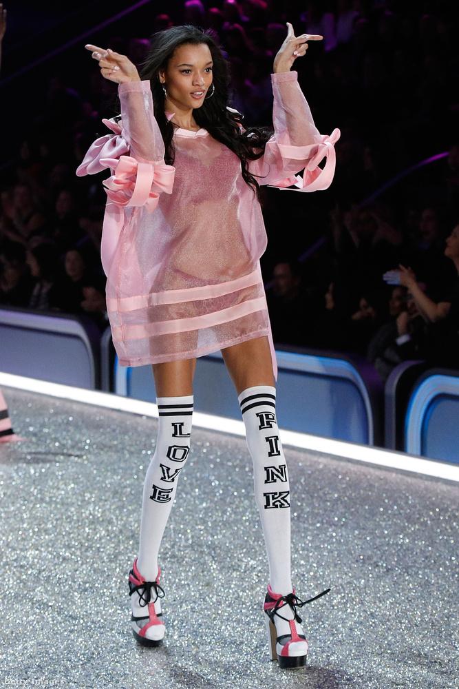 Talán Lameka Fox karjait fordítva tették vissza az öltöztetők?