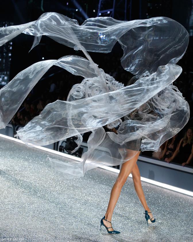 Ha azt gondolja, a Victoria's Secret modelljei az egyetlen olyan nők, akikről képtelenség előnytelen képet készíteni, akkor nagyon téved!Persze ehhez kell a fotós képessége is arra, hogy elkapja A Pillanatot, ami a mostani, párizsi show-ntöbbeknek is sikerült.