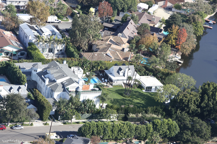 Justin Bieber 50 millió dolláros, vagyis mintegy 14,8 milliárd forintos vagyon felett gazdálkodik, hajlékát ennek megfelelően egy csomó extrával vértezte fel