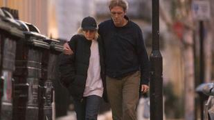 Hugh Laurie haja mióta ilyen? És ki ez a nő mellette?!