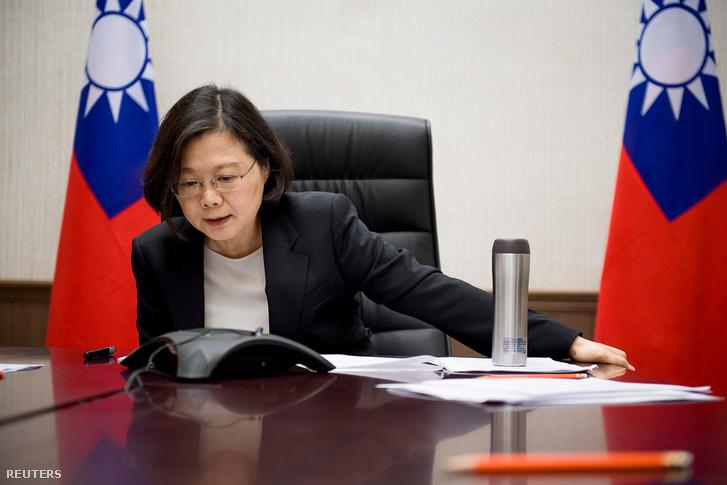 Caj Jing-ven a megválasztott amerikai elnökkel folytatott telefonbeszélgetése közben