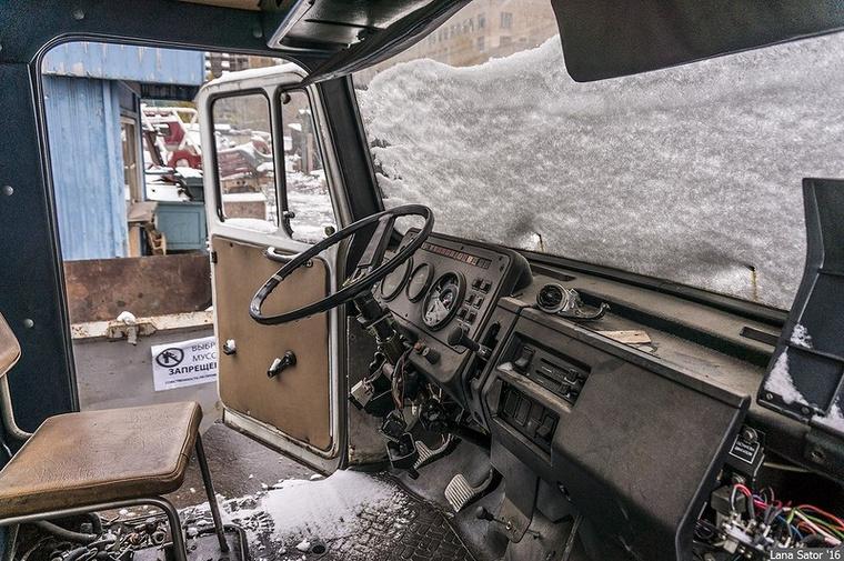 A hó bevette magát az utastérbe is