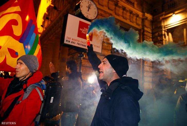 A nemek támogatói megmozdulása Rómában a szavazás napján