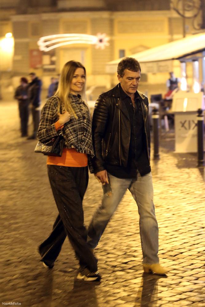 Antonio Banderas mostanában Rómában tartózkodik a nála 20 évvel fiatalabb barátnőjével, Nicole Kempellel
