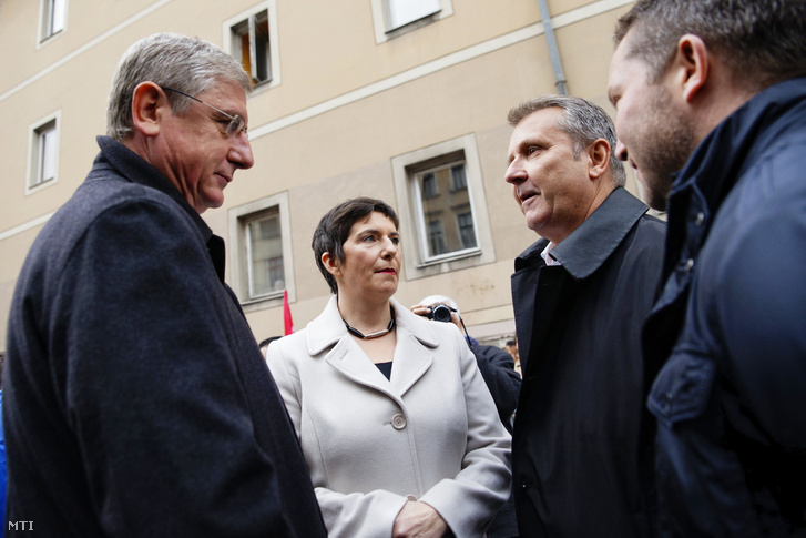 Gyurcsány Ferenc, Dobrev Klára és Molnár Gyula az MSZP elnöke október 23-án.