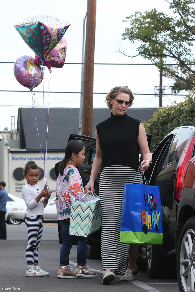 Hát persze, hogy Katherine Heigl, aki a két örökbefogadott lánya mellé már a harmadik gyerekét várja, aki kisfiú lesz.