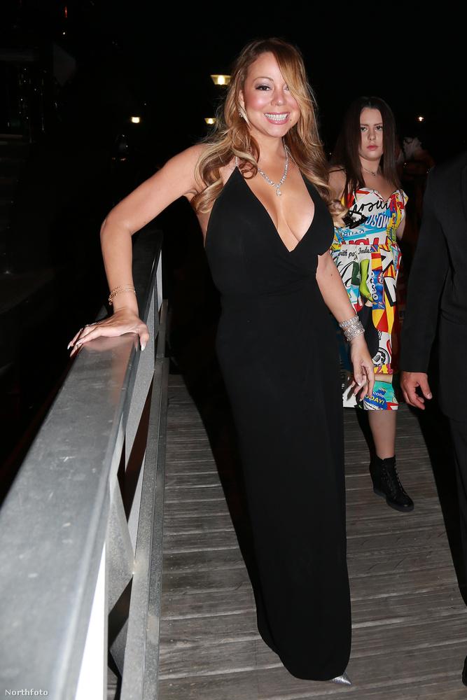 Hosszú út és idő vezetett odáig, mire Mariah Carey is megtalálta véglegesnek tűnő stílusát, mégis vannak olykor hosszabb-rövidebb ruhaviselési korszakai, amelyekhez ragaszkodik.Legutóbbi alighanem idén júliusban kezdődött, amikor a hosszú, decens koktélruhákról átpártolt valami egészen másra.