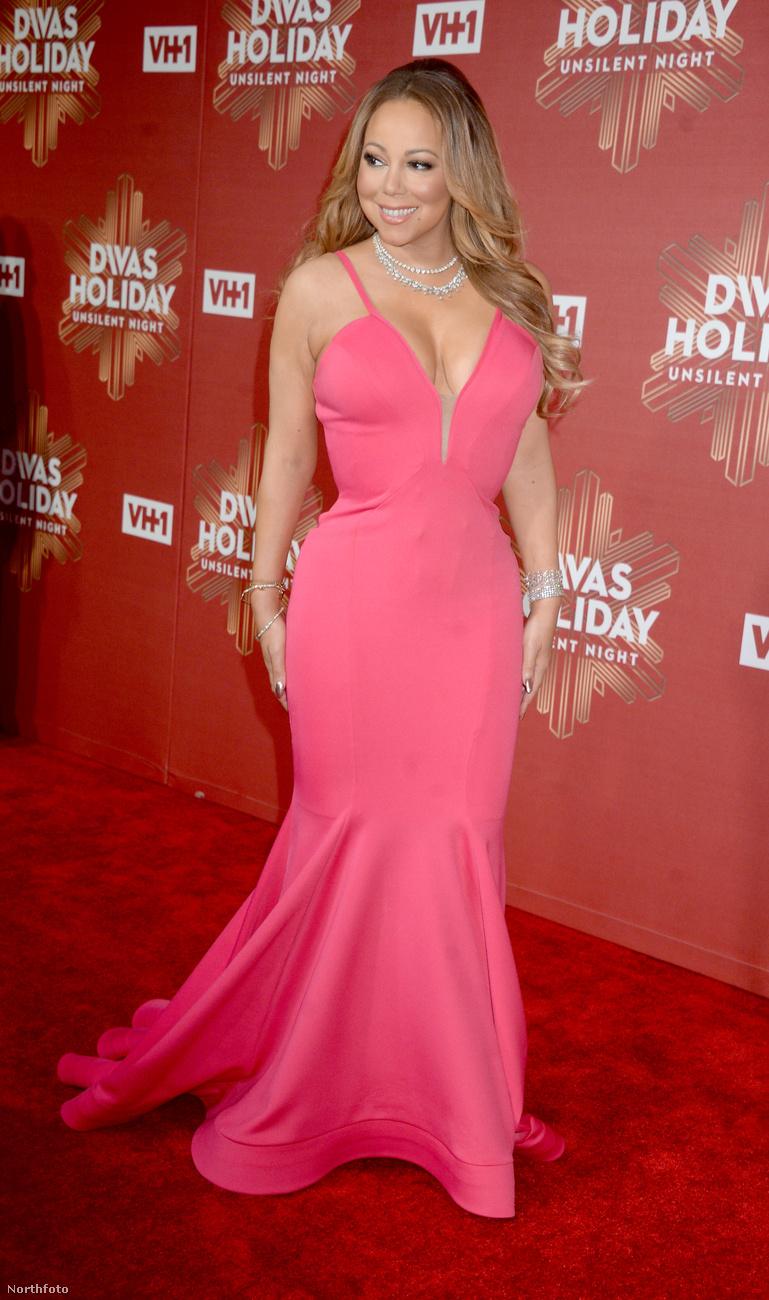 Íme, a jól megszokott Mariah Carey, aki mutat is, meg el is takar, mégis vonzó látványt nyújt