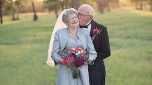70 évet vártak a saját esküvői fotójukra