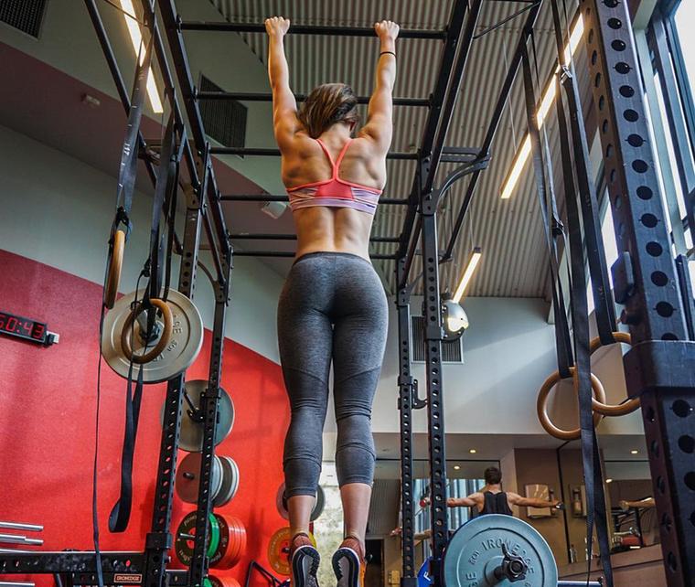 Rebecca Chambers egy blogposztban fejtette ki, hogy a tökéletes test ábrándját kergetve korábban neki is sikerült túltolnia a diétát.