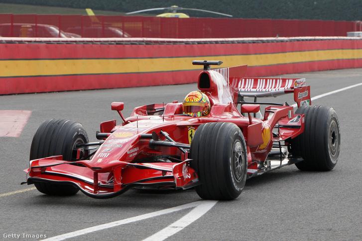 Rossi pályán a Ferrarival, épp nyolc éve