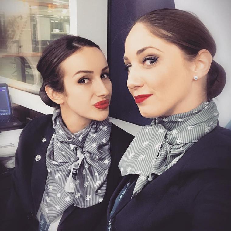 Az Air Serbiánál dolgozó nők leginkább a sáljaikkal tudják megkülönböztetni magukat a kollégáiktól, bár az se mindig sikerül