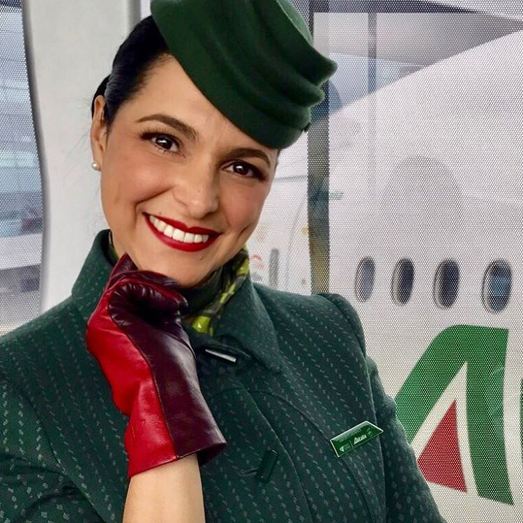 A valóságban pedig így néz ki náluk egy stewardess
