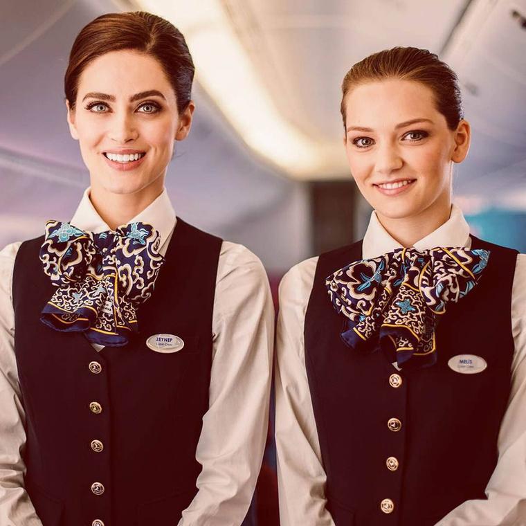 A Turkish Airlines-nál olyan szép nők dolgoznak, hogy majdnem fel sem tűnik az egyenruha, amiben vannak