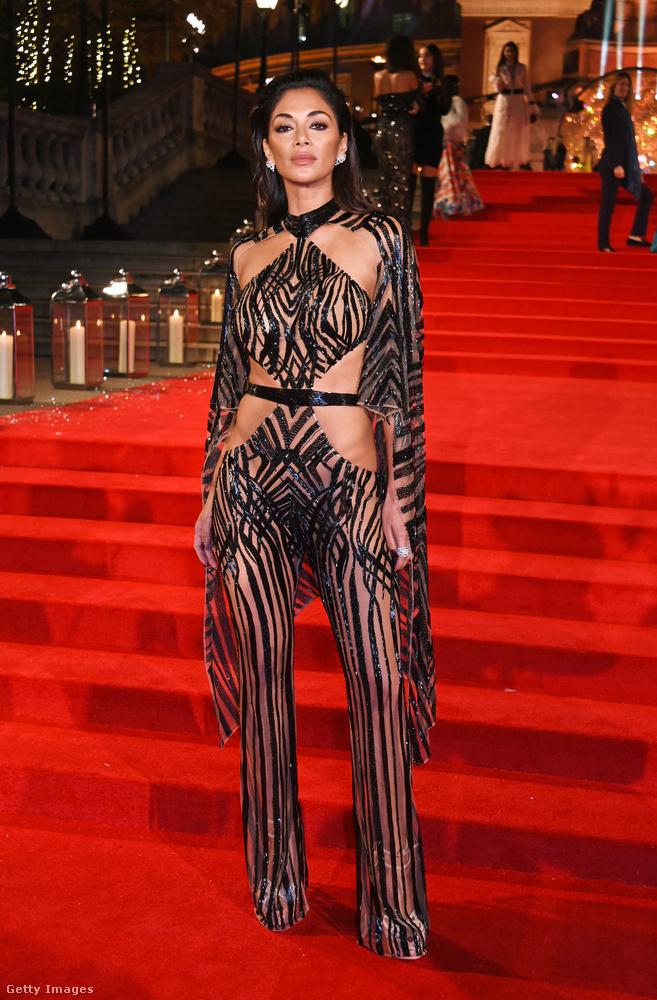 Ez itt a Fashion Awards Londonban és ez itt Nicole Scherzinger egy elképesztően extra és szexis ruhában