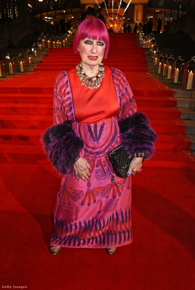 Ennek az asszonynak a neve Dame Zandra Rhodes