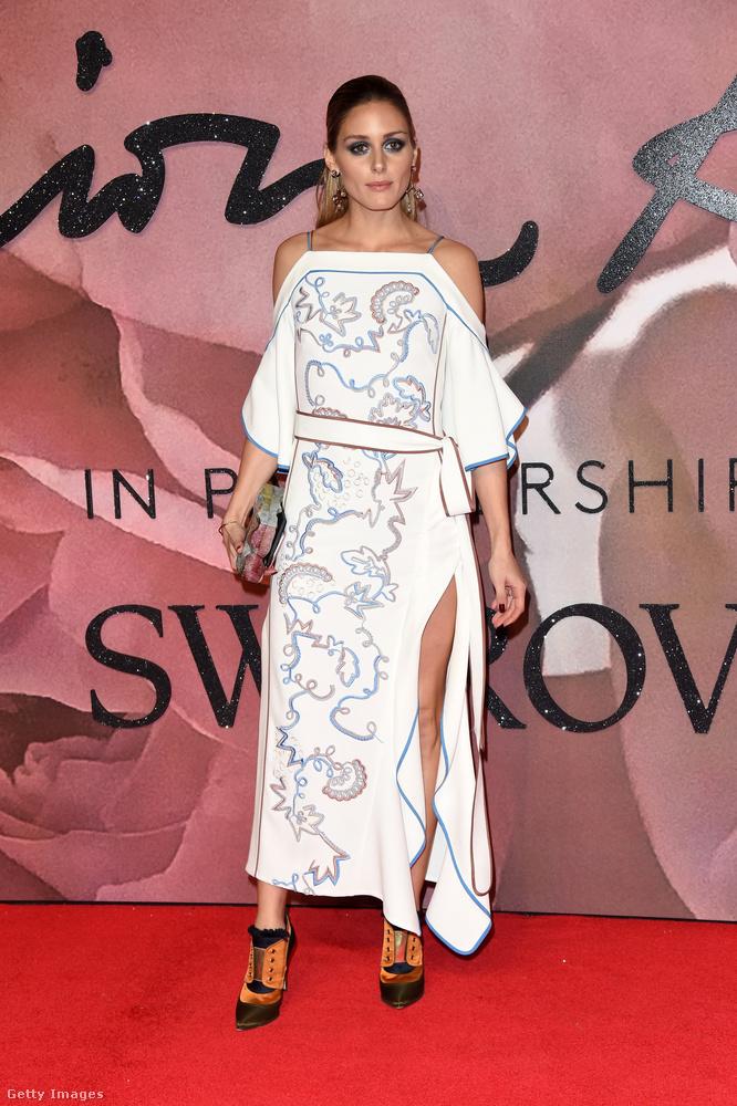 Olivia Palermo ruhája baromi szimpla és közben mégis fura és izgalmas
