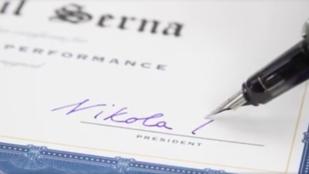 Aláírást hamisítana? Ezzel könnyű!