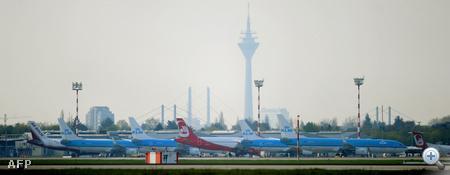 Geépk a földön a Düsseldorfi reptéren.