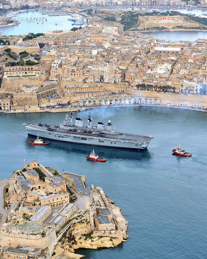 A HMS Illustrious Máltán