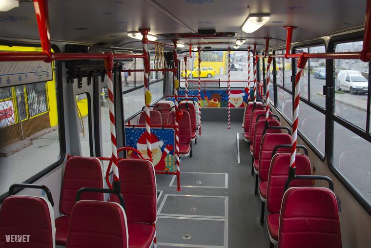 Piros ülések, piros korlátok...