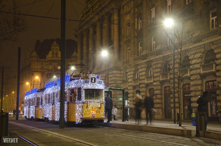 A fényvillamossal már biztos találkozott!Ez a csoda vízkeresztig járkál Budapesten