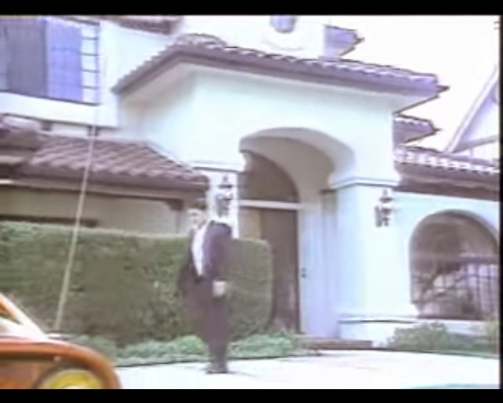 4717 Westchester Drive Woodland Hills alatti négy hálószóbás háza előtt 1985-ben